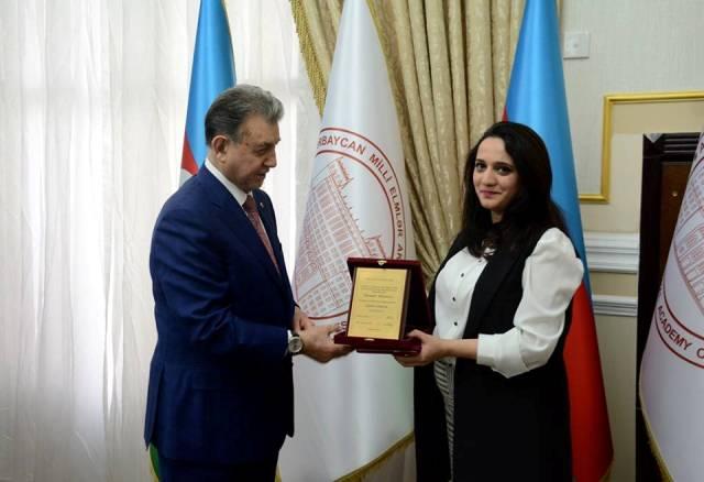 Молодые ученые и специалисты НАНА награждены Почетными грамотами
