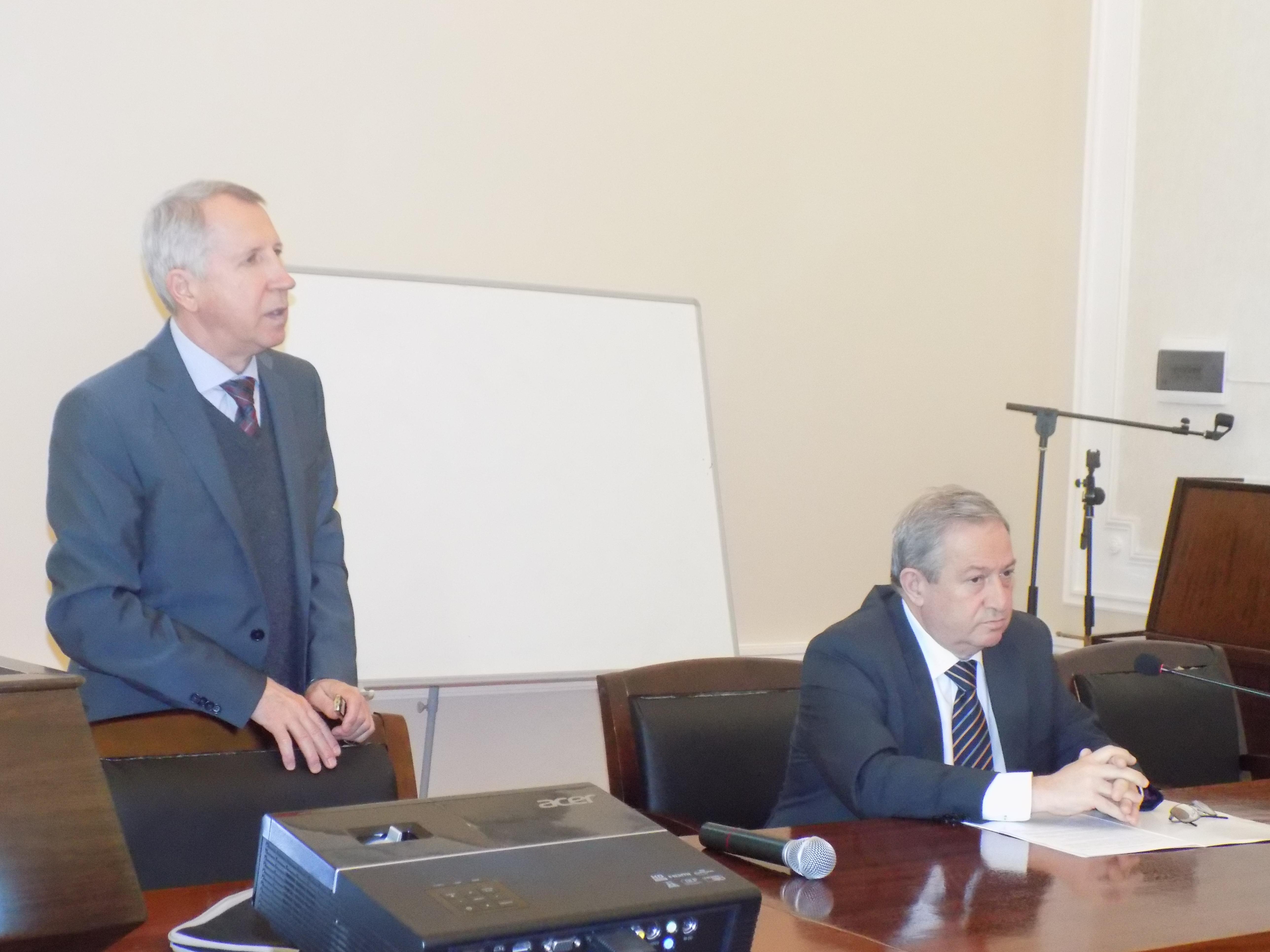 Профессор Евгений Чулков на семинаре Института Катализа и Неорганической Химии