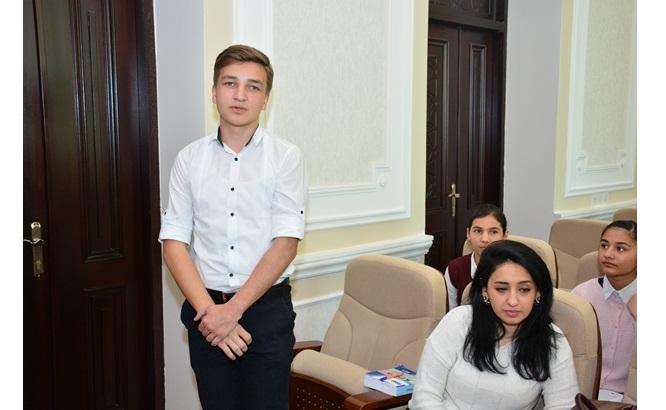 """Kataliz və Qeyri-üzvi Kimya İnstitutunda şagirdlər üçün """"Açıq qapı"""" günü keçirildi"""