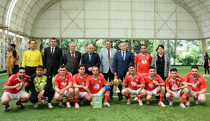Gənc alim və mütəxəssislərin dördüncü futbol çempionatının qalibləri mükafatlandırılıblar