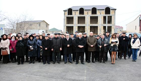 AMEA əməkdaşları üçün tikiləcək ilk yaşayış kompleksinin təməli qoyulub