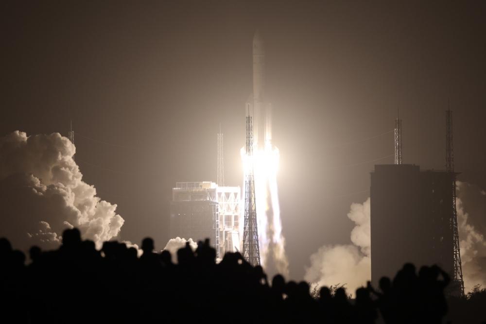 """Çin Aydan nümunələr gətirəcək """"Çanye-5"""" kosmik aparatını orbitə çıxarıb"""