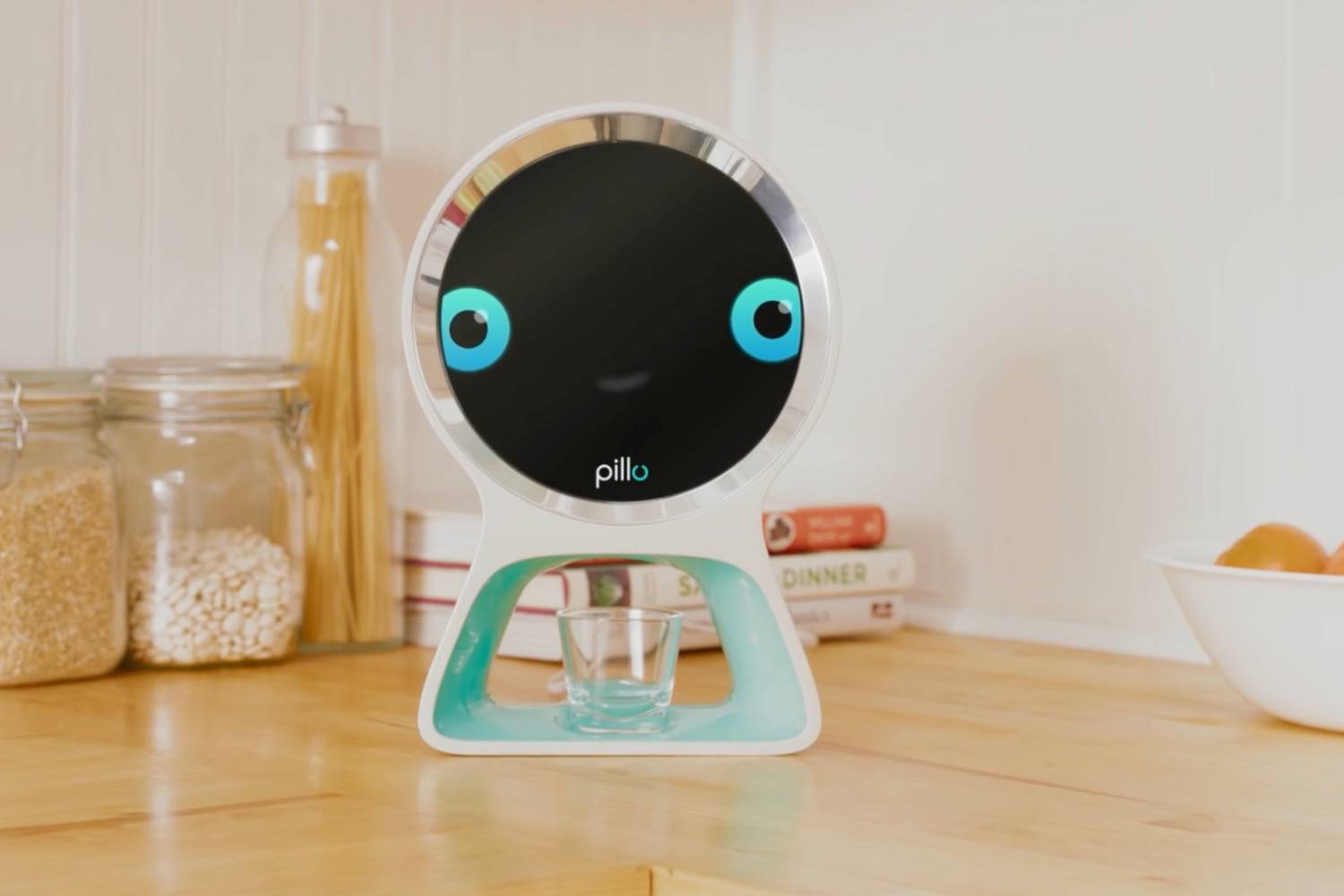 Робот-дозатор лекарств запоминает каждого пользователя
