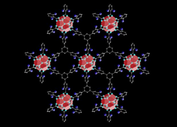 Zirkonium tiol topu (şəbəkələri) günəş elementlərindən qurğuşun sızmasının qarşısını alır.