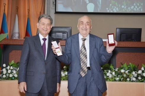 """""""Azərbaycan Respublikasının Nizami Gəncəvi adına Qızıl medalı"""" təqdim olunub"""