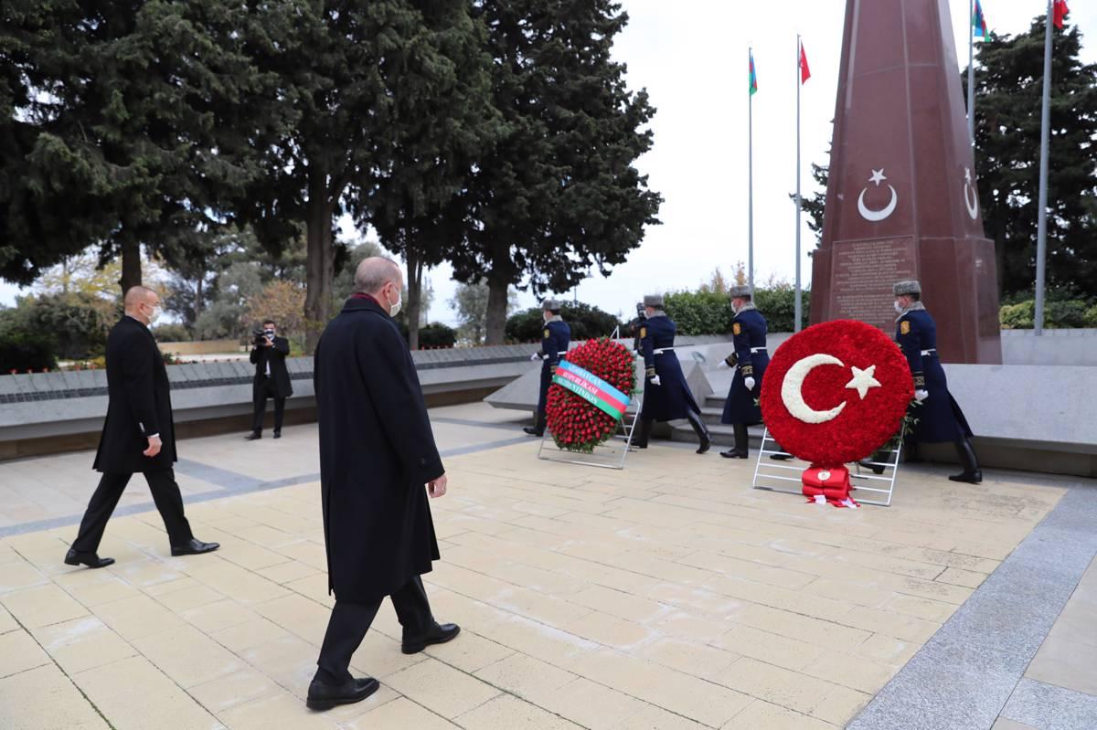 Prezident İlham Əliyev və Rəcəb Tayyib Ərdoğan Şəhidlər Xiyabanını ziyarət ediblər