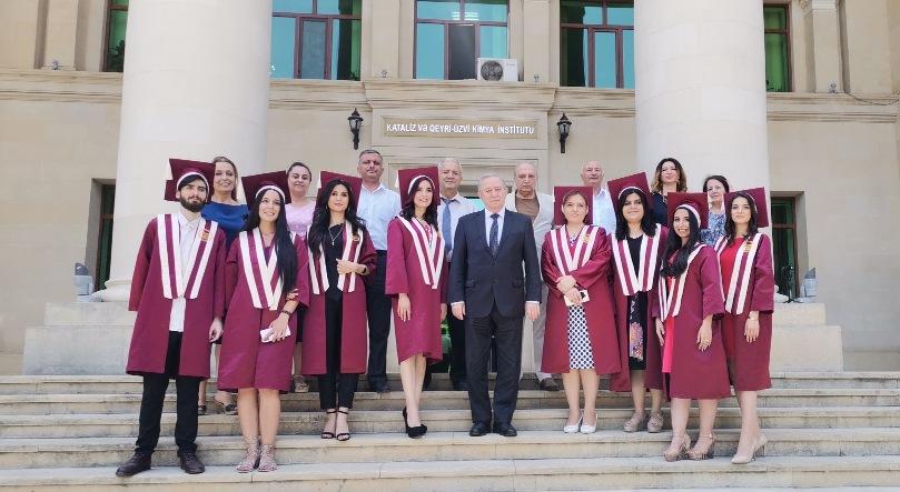 Kataliz və Qeyri-üzvi kimya institutunun magistraturasını on nəfər müvəffəqiyyətlə bitirmişdir.