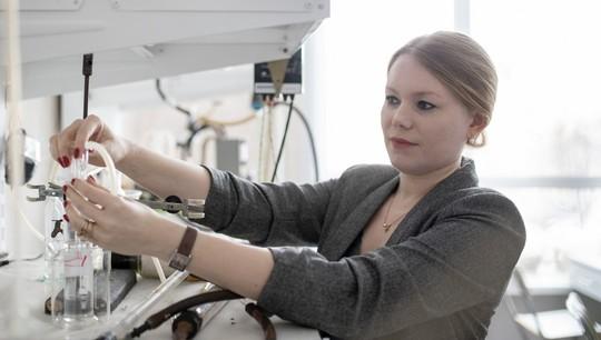 Kimyaçılar yanacaq qurğuları üçün elektrolit materialının quruluşunu öyrənmişlər