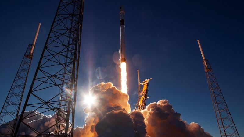 """""""Space X"""" ABŞ kəşfiyyat peykinin buraxılışını təxirə saldı"""