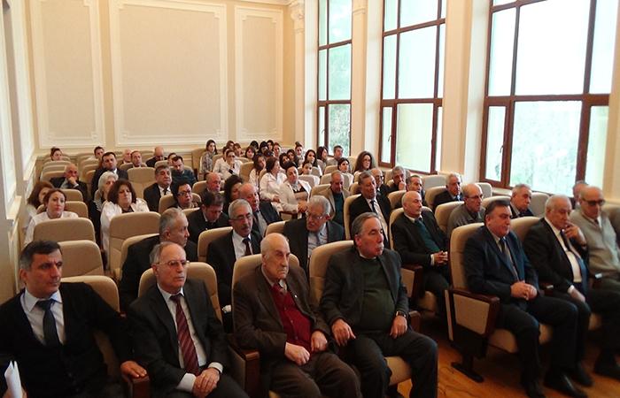 AMEA-nın bir sıra institut və təşkilatlarında ümummilli lider Heydər Əliyevin 93-cü ildönümü qeyd edilib