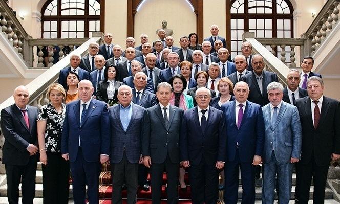 AMEA-nın 41 yeni üzvünə diplomlar təqdim olunub