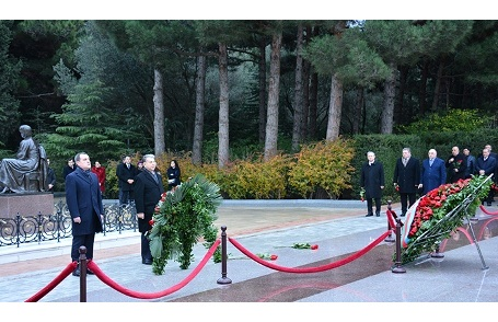 Attendees of the 1st Congress of Azerbaijan Scientists pilgrimaged national leader's grave